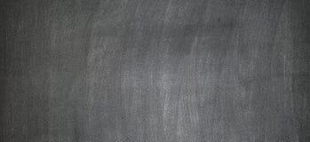Svart tavla eller den svart tavlan med kritaklotter, kan sätta mer text på a senare Royaltyfri Bild