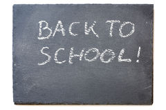 Svart tavla eller svart tavla med meddelandet: Dra tillbaka till skolan, isola Royaltyfri Fotografi