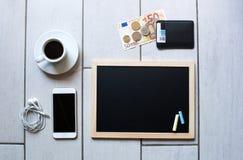 Svart tavla eller svart tavla som är klara för text Utbildning eller arbete, affär, jobbbegrepp Royaltyfri Foto