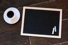 Svart tavla eller svart tavla som är klara för text Utbildning eller funktionsdugligt begrepp Royaltyfri Foto