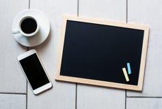 Svart tavla eller svart tavla som är klara för text Utbildning eller funktionsdugligt begrepp Arkivfoton