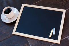 Svart tavla eller svart tavla som är klara för text Utbildning eller funktionsdugligt begrepp Arkivfoto