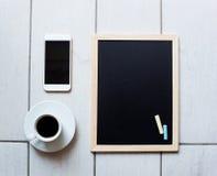 Svart tavla eller svart tavla som är klara för text Utbildning eller funktionsdugligt begrepp Royaltyfri Fotografi
