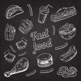 Svart tavla för snabbmatrestaurangmeny Den drog handen skissar hamburgarepommes fritesvarmkorven stock illustrationer