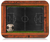 Svart tavla med den fotbollfältet och bollen Fotografering för Bildbyråer
