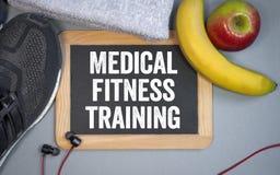 Svart tavla med den medicinska konditionutbildningen för uttryck med näring arkivfoton