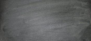Svart tavla med kritaklotter, kan sätta mer text på a senare arkivfoto