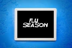 Svart tavla med ord 'influensasäsong', Royaltyfria Foton