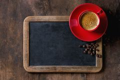 Svart tavla och kaffe arkivfoto