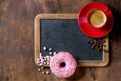 Svart tavla och kaffe royaltyfria bilder