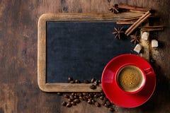 Svart tavla och kaffe royaltyfri foto