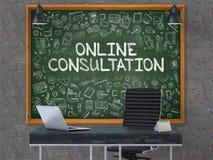 Svart tavla på kontorsväggen med online-konsultationbegrepp 3d Arkivfoton