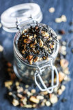 Svart te i en krus Arkivbilder
