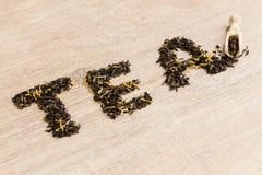 Svart te i en sked Fotografering för Bildbyråer