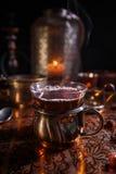 Svart te i kopp och stearinljus Royaltyfria Foton