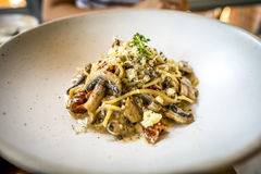 Svart tryffel för spagetti och sundried tomat Arkivbilder