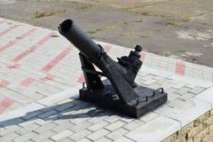 Svart vapen i ett frilufts- museum Antika vapenvapen Royaltyfri Bild