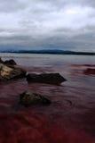 svart vatten för rött hav Arkivfoto