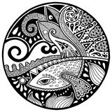 Svart vitabstrakt begreppzendala med fisken och vågor Arkivfoto
