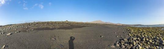 Svart vulkanisk strand arkivfoton