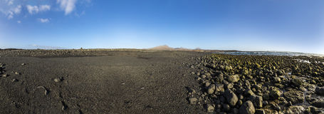 Svart vulkanisk strand royaltyfria foton