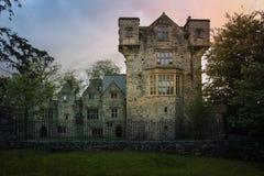 svart white för reflexion för slottschackstycke Donegal stad Ståndsmässiga Donegal ireland royaltyfri fotografi