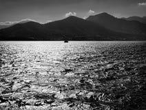 svart white Hav och Kreta arkivfoton