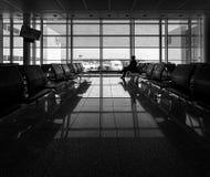 svart white vänta för flygplats munich arkivbilder
