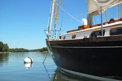 svart yacht arkivbild