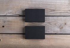 Svarta affärskort på gammal wood bakgrund Royaltyfri Bild