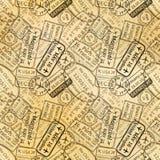 Svarta avtryckar för rubber stämplar för visum för internationellt lopp på gammalt papper, sömlös modell Arkivbild