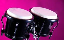 svarta bongos isolerade pink Arkivfoto