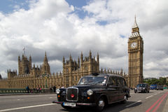 svarta cabs london Royaltyfri Bild