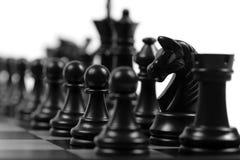 svarta chessmen Arkivfoto