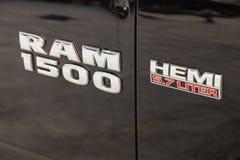 Svarta Dodge Ram med en motor av 5 E arkivbilder