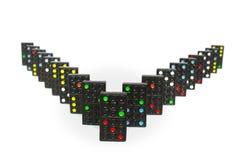Svarta dominobrickor ställde upp med vit bakgrund royaltyfri bild