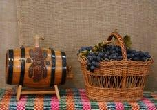 svarta druvor royaltyfria bilder