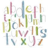 Svarta färgrika alfabetsmå bokstäver Hand dragit skriftligt Arkivbilder