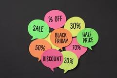 Svarta fredag och etiketter med olika procentsatser Fotografering för Bildbyråer