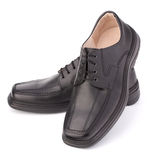 svarta glansiga shoelacesskor för man s royaltyfri foto