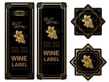 Svarta guld- vinetiketter med druvor på vit bakgrund Rektangel- och stjärnaramar på vinflaskan Dekorativa klistermärkear royaltyfri illustrationer