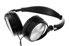 Svarta hörlurar på isolerad vit bakgrund Arkivfoto