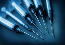 svarta injektionssprutor för bakgrund Royaltyfri Foto