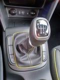 Svarta inre och detaljer av en bil royaltyfria bilder
