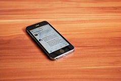 Svarta Iphone 5s som visar iOS 8 Fotografering för Bildbyråer