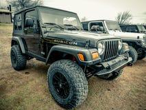 Svarta Jeep Wrangler Rubicon royaltyfria foton
