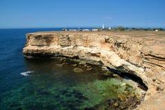 svarta klippor coast det steniga havet Arkivfoton