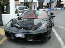 Svarta konvertibla Ferrari Royaltyfri Foto