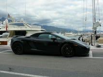 Svarta konvertibla Lamborghini i Puerto Banus Arkivbilder