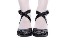 svarta kvinnliga sandals Fotografering för Bildbyråer